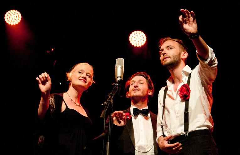 """Claudia Graue, Marcus Melzwig und Christopher Nell in """"Muttis Kinder"""" - Foto: © Jan Wirdeier"""